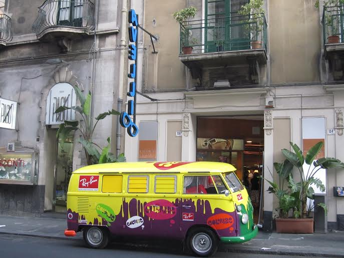 Ray-Ban-mobile-tours-hippie-van